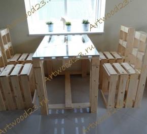 Стол в стиле паллет со стеклом и 4 барных стула